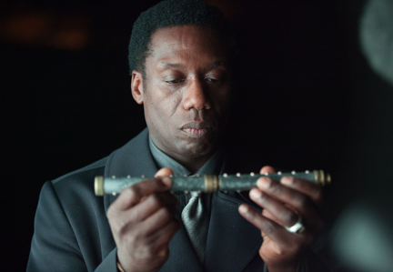 "GOTHAM: Richard Gladwell (guest star Hakeem Kae-Kazim) uses a unique weapon to kill his victims in the ""Arkham"" episode of GOTHAM airing Monday, Oct. 13 (8:00-9:00 PM ET/PT) on FOX. ©2014 Fox Broadcasting Co. Cr: Jessica Miglio/FOX"