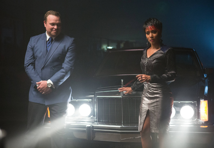 "GOTHAM: Fish Mooney (Jada Pinkett Smith, R) and Butch Gilzean (guest star Drew Powell, L) test a potential business associate in the ""Arkham"" episode of GOTHAM airing Monday, Oct. 13 (8:00-9:00 PM ET/PT) on FOX. ©2014 Fox Broadcasting Co. Cr: Jessica Miglio/FOX"