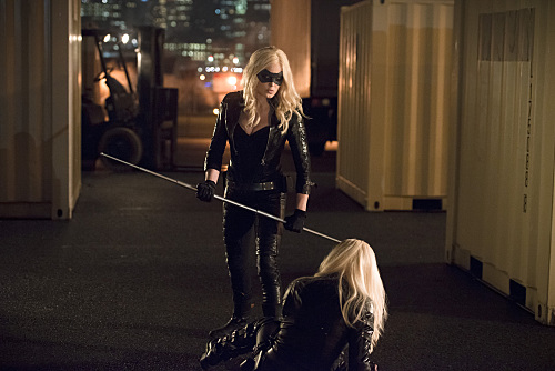 """Arrow -- """"Canaries"""" -- Image AR313B_0207b -- Pictured (L-R): Caity Lotz as Sara Lance / Canary and Katie Cassidy as Laurel Lance / Black Canary -- Photo: Diyah Pera/The CW -- �© 2015 The CW Network, LLC. All Rights Reserved."""