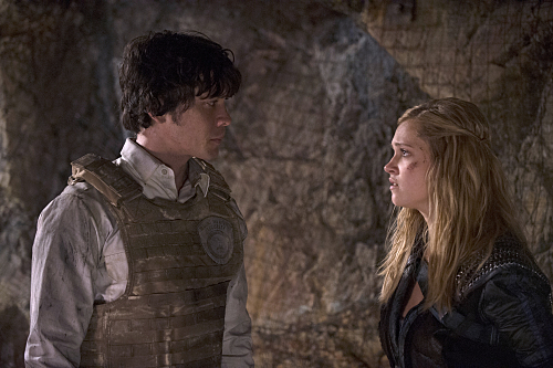 """The 100 -- """"Blood Must Have Blood, Part Two"""" -- Image HU216B_0253 -- Pictured (L-R): Bob Morley as Bellamy and Eliza Taylor as Clarke -- Credit: Cate Cameron/The CW -- �© 2015 The CW Network, LLC. All Rights Reserved"""